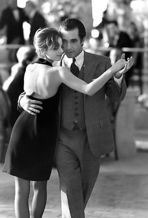 """Para bailar """" Tango """" , se necesitan dos…"""